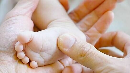 Live Online BellyTots Baby Massage - 4 class course with Liz (Approx. 6 weeks+)